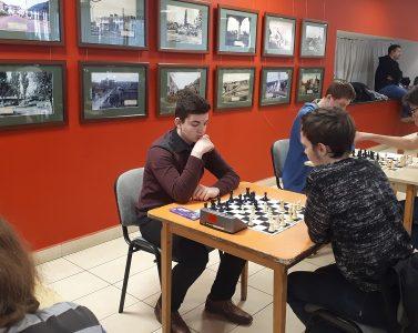 Sakkozóink továbbra is  tartják helyüket  az élmezőnyben